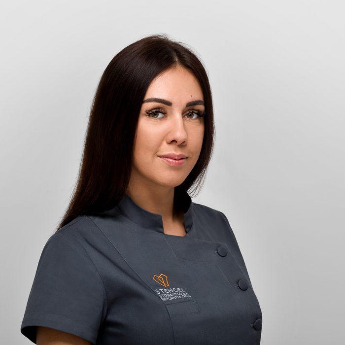 Asystentka Sandra Buchta